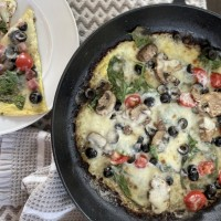 Egg Crust Breakfast Pizza: Make it in under 7 minutes (just  3 net carbs!)