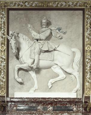 Henri Iv à cheval. Bas relief Mathieu Jacquet. Château de Fontainebleau