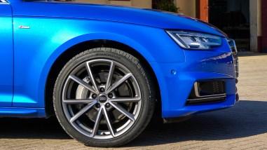Audi A4 B9 2.0 TFSI quattro