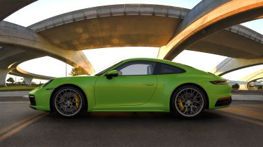 Porsche 911 Carrera S (992) Lizardgrün; Lizard Green