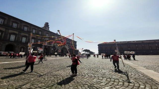 """Protesta circense a Piazza del Plebiscito: """"Siamo allo stremo"""""""