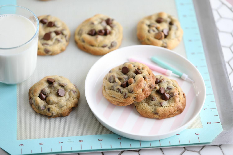 e6dcd5e97 CHOCOLATE CHIP COOKIES, MED LYS OG MØRK SJOKOLADE - Passion For baking