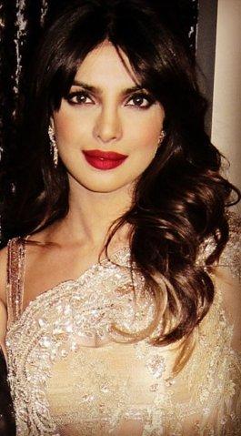 10-Beautiful-Lipstick-Shades-Of-Priyanka-Chopra-05