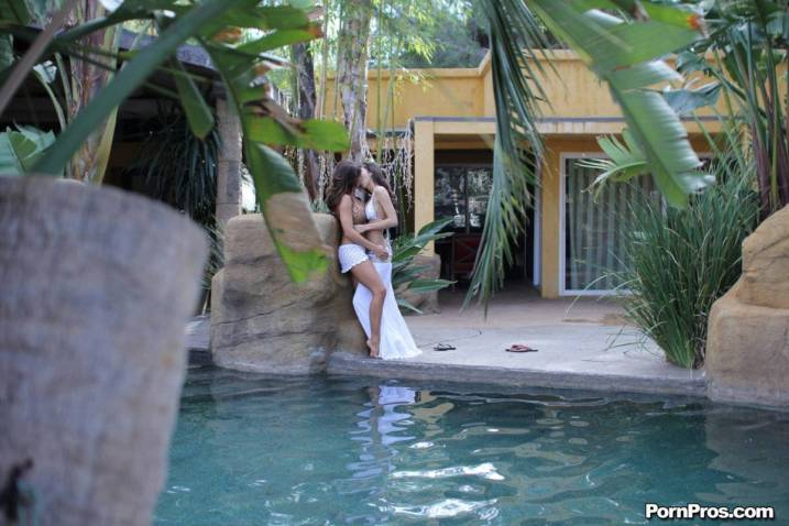 Passion-Hd Wet & Wild with April Oneil + Madison Ivy 1