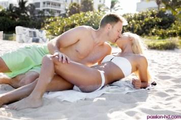 Passion Hd Uma Jolie in Beach Babe 22