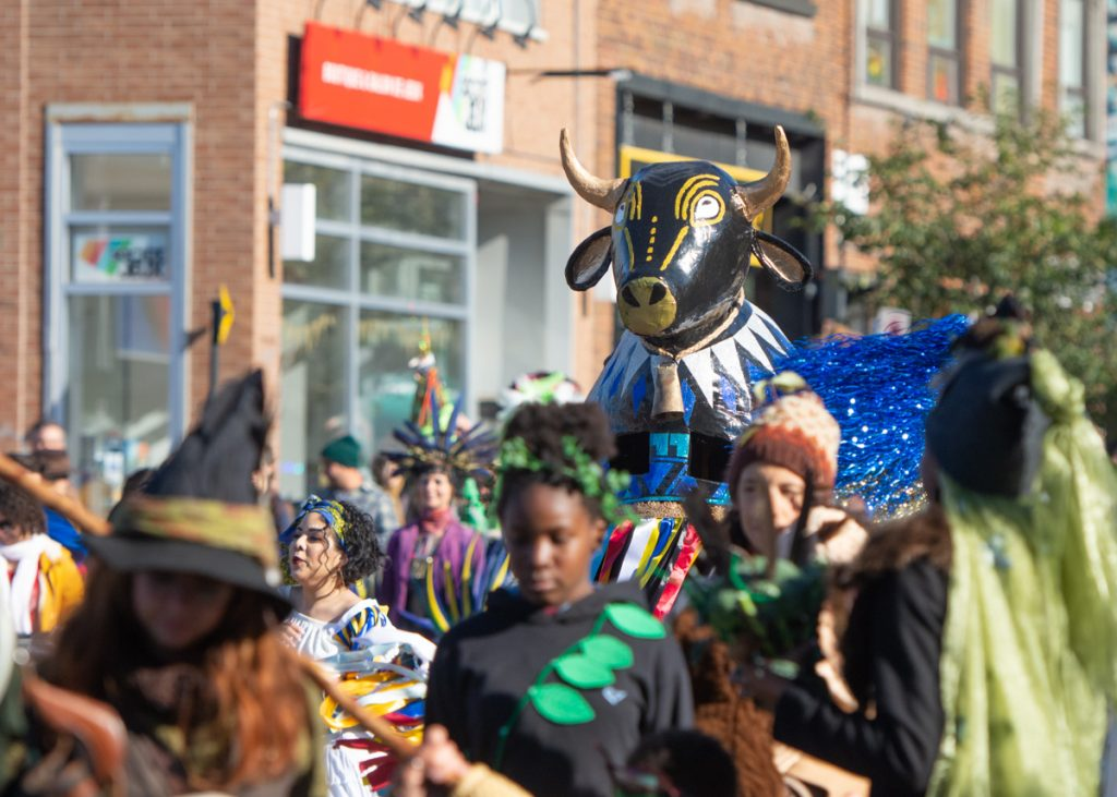 Parade Phénoménale rues Mile-End costumes