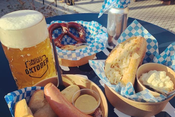Bratwurst, biere et bretzel photo