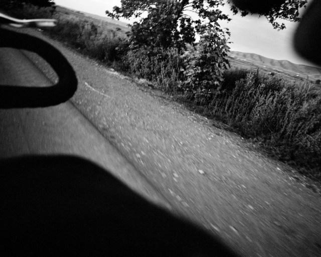 kyrzg_roll_bw_fr10_from_bike_a