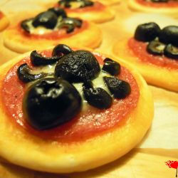 Mini spider pizzas - a great Halloween snack.