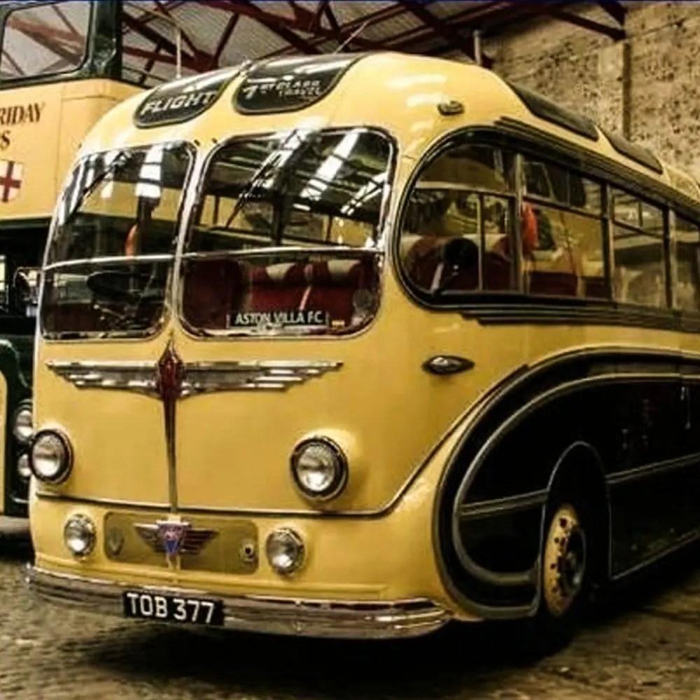 verrueckte-campingbusse-wohnmobile-komische-camper-ungewoehnliche-selbstausbauten-diy-camperausbau-wohnwagen-ausbau-vanlife-conversion-2