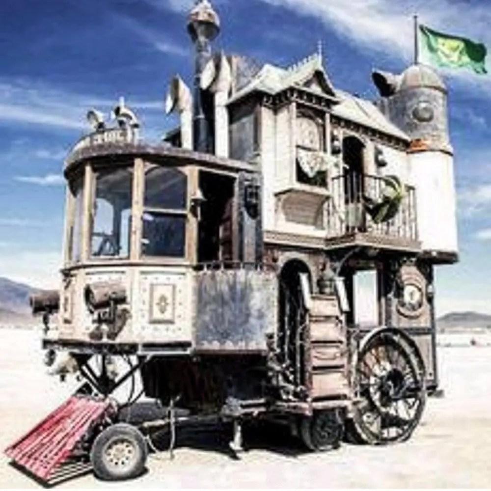 verrueckte-campingbusse-wohnmobile-komische-camper-ungewoehnliche-selbstausbauten-diy-camperausbau-wohnwagen-ausbau-vanlife-conversion-5
