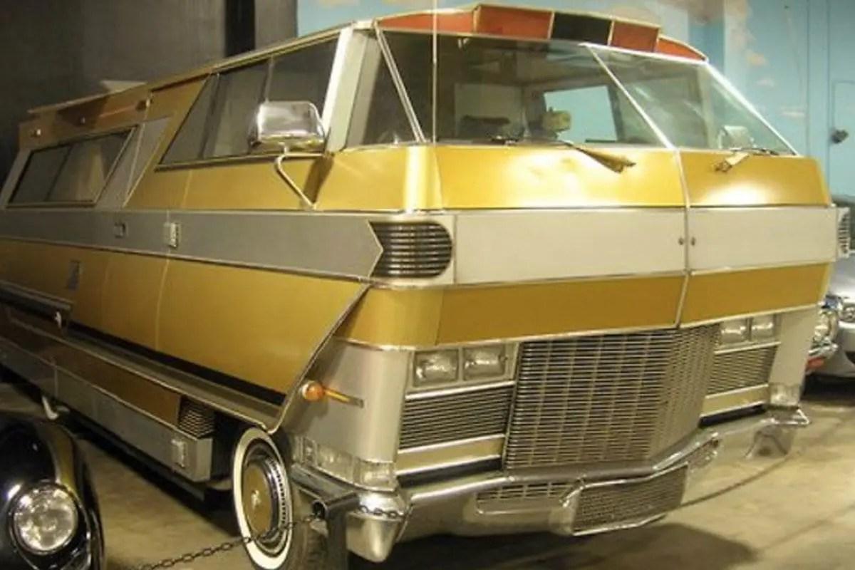 verrueckte-campingbusse-wohnmobile-komische-camper-ungewoehnliche-selbstausbauten-diy-camperausbau-wohnwagen-ausbau-vanlife-conversion-7