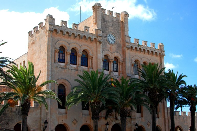 Rustic building with palm trees in Ciutadella Menorca