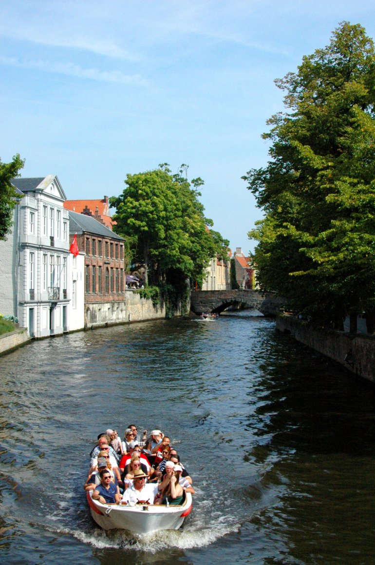 Bruges Canal Boat Tour - A travel guide to Bruges, Belgium