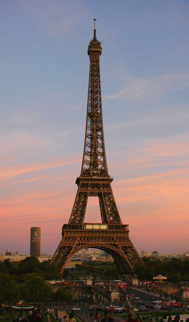 16 Cool Things to Do in Paris - Eiffel Tower at sunset