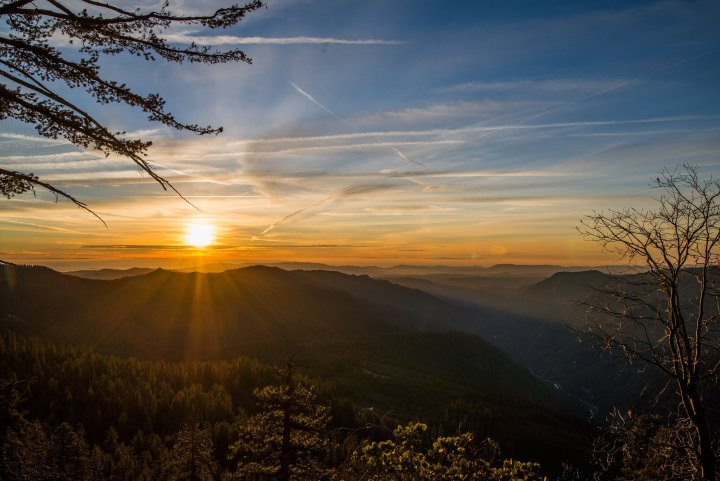 Sunset over Yosemite National Park - A 15-Day California Road-Trip Itinerary