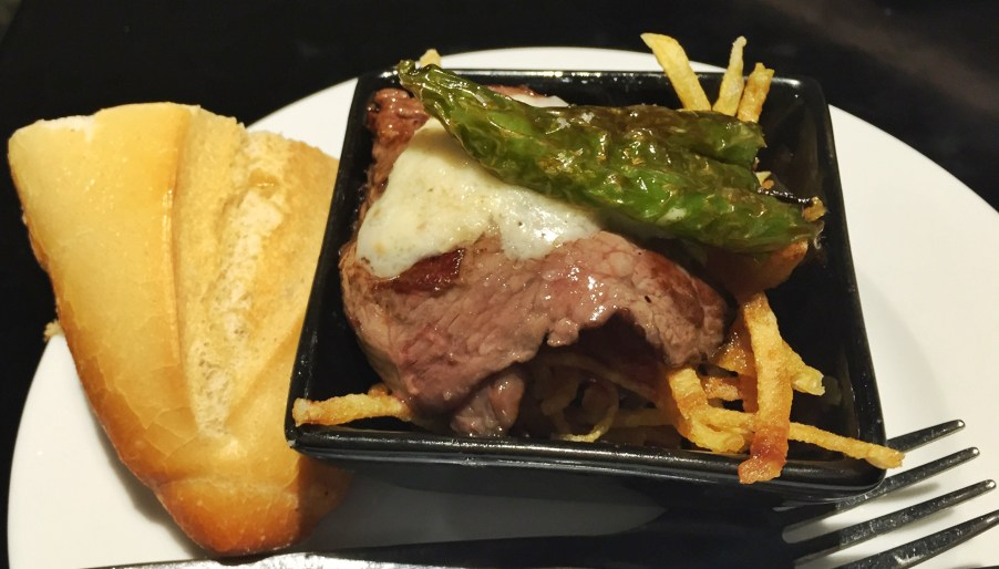 Beef with peppers and fries