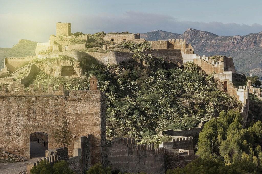 ver el Castillo de Sagunto cerca de valencia