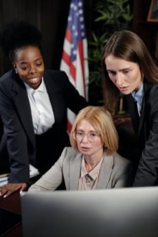 businesswomen-in-an-office-4427550