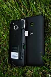 Inserting a sim card into the Motorola Smartphone