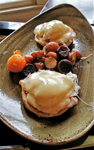 Eggs Benedict, The Harvest Room, Fairmont Hotel Macdonald