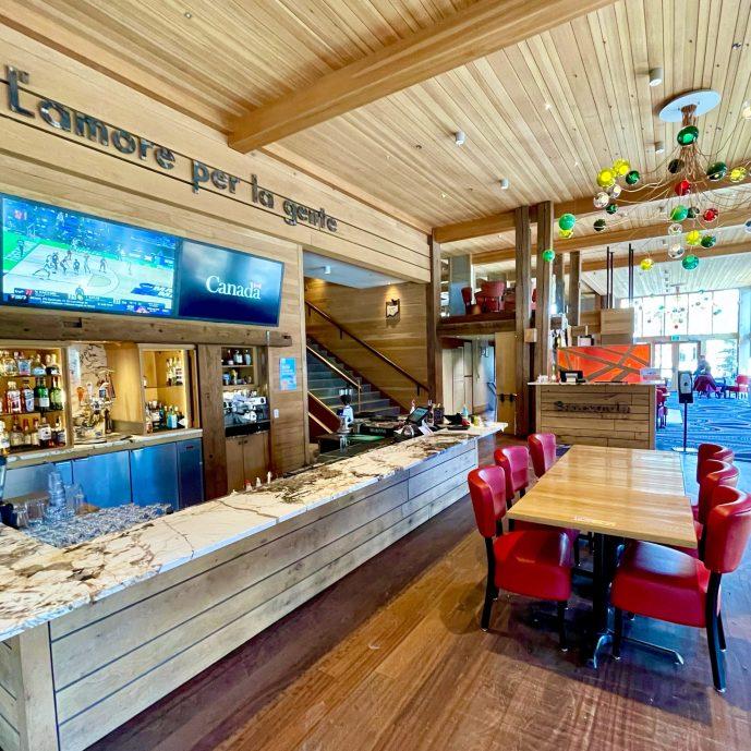 Pacini Banff, Moose Hotel & Suites