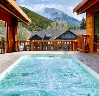 Rooftop Hot Pool, Moose Hotel, Banff