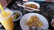 top Kkhao soi recipe, bottom yellow curry