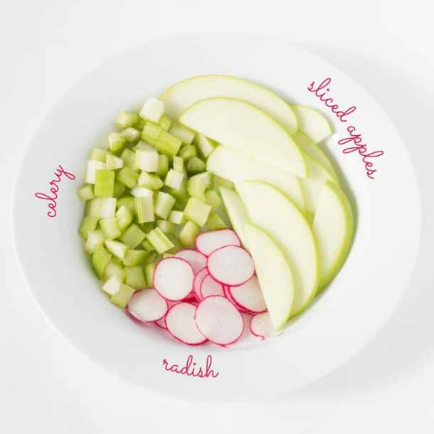Simple Mason Jar Salad | https://passtheplants.com
