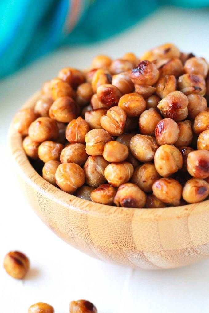 Easy Roasted Chickpeas   Crispy, Salty, Roasted Chickpeas are quick and easy to make! Eat as a snack or make it the star in your plant-based meal.   https://passtheplants.com