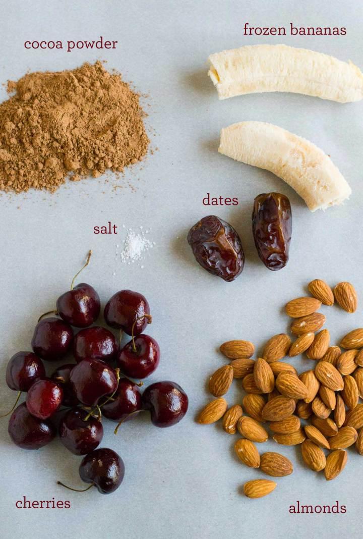 Chocolate Cherry Almond Smoothie | https://passtheplants.com | Vegan