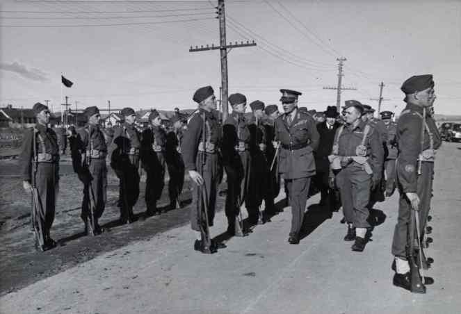King reviews troops in QC 1940