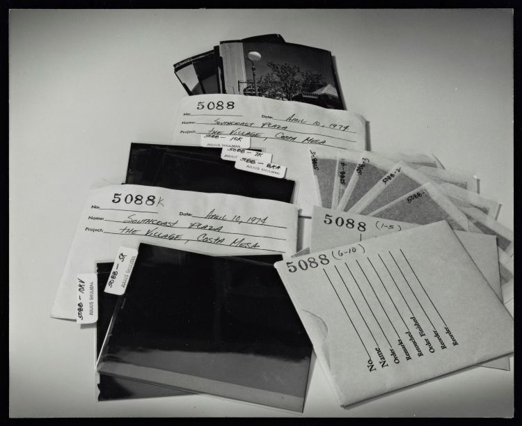 Photo of negatives and envelopes. © J. Paul Getty Trust. Getty Research Institute, Los Angeles (2004.R.10).