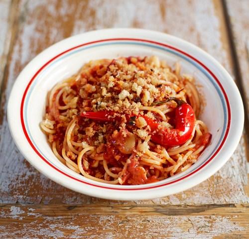 Spaghetti Arrabiata met ansjovis en Oregano