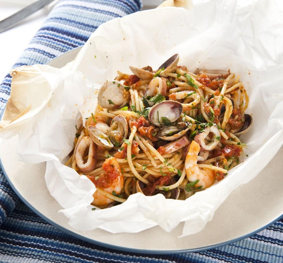spaghetti-frutti-di-mare-al-cartoccio