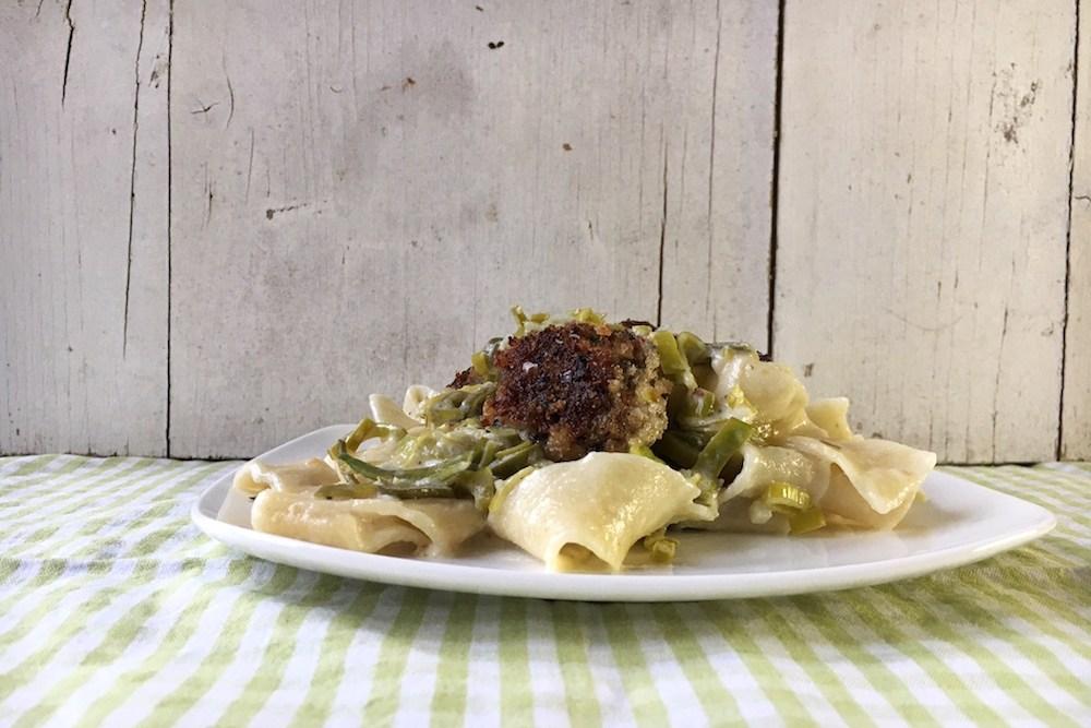 Tagliatelle mit Pilzbällchen in Lauchrahmsauce, vegetarisch