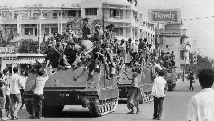 L'ingresso degli Khmer Rossi a Phnom Penh nel 1975