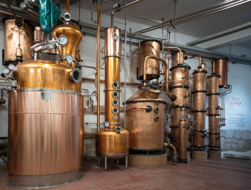 Strumenti per la distillazione della grappa a Villa de Varda