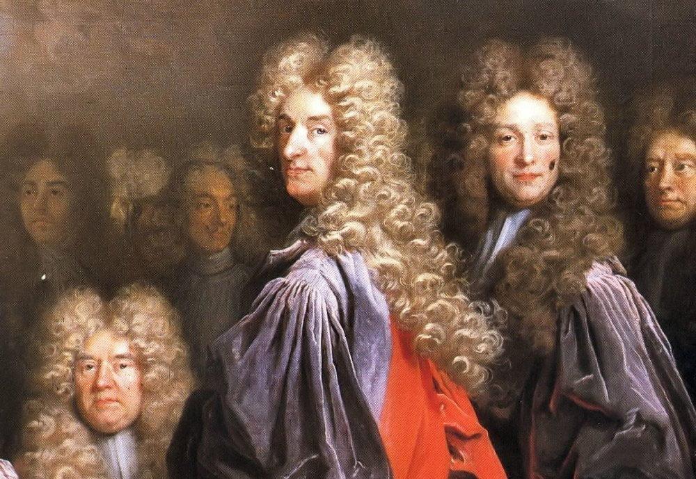 Giudici parrucconi che rappresentano alcune tra le stranezze del diritto inglese