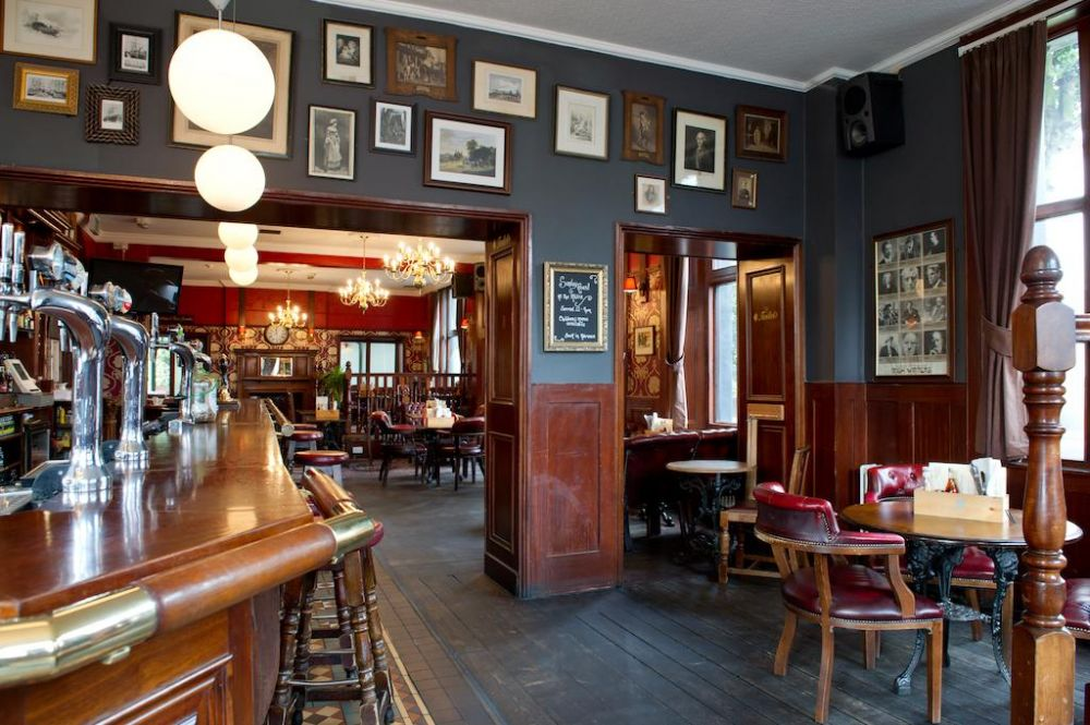 L'interno del pub dell'Innkeeper's Lodge London di Greenwich