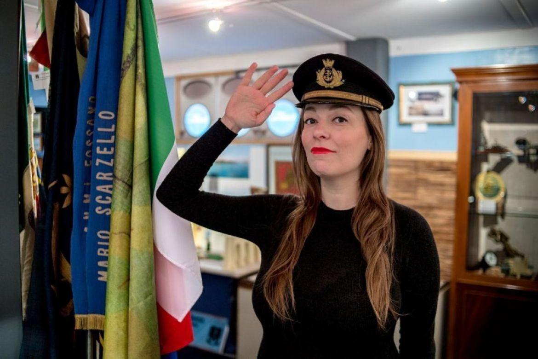 Tentativo di saluto militare, interno museo ANMI Torino, foto Ʌir Fotografía per Plastikwombat
