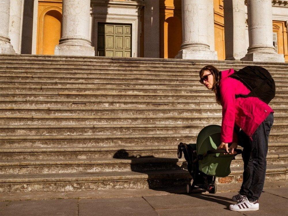 Accessibilità dei luoghi pubblici con un passeggino, foto Virginia Barinaga Ʌir Fotografía in stage presso Plastikwombat