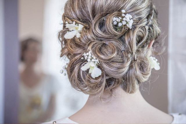 5 wedding hair tips and tricks every bride must know