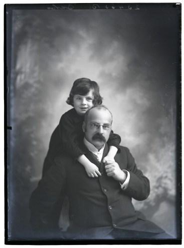 Mr Davis & daughter c 1907