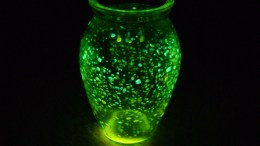 how to make a glow jar and includes family devotion about being the light of the world
