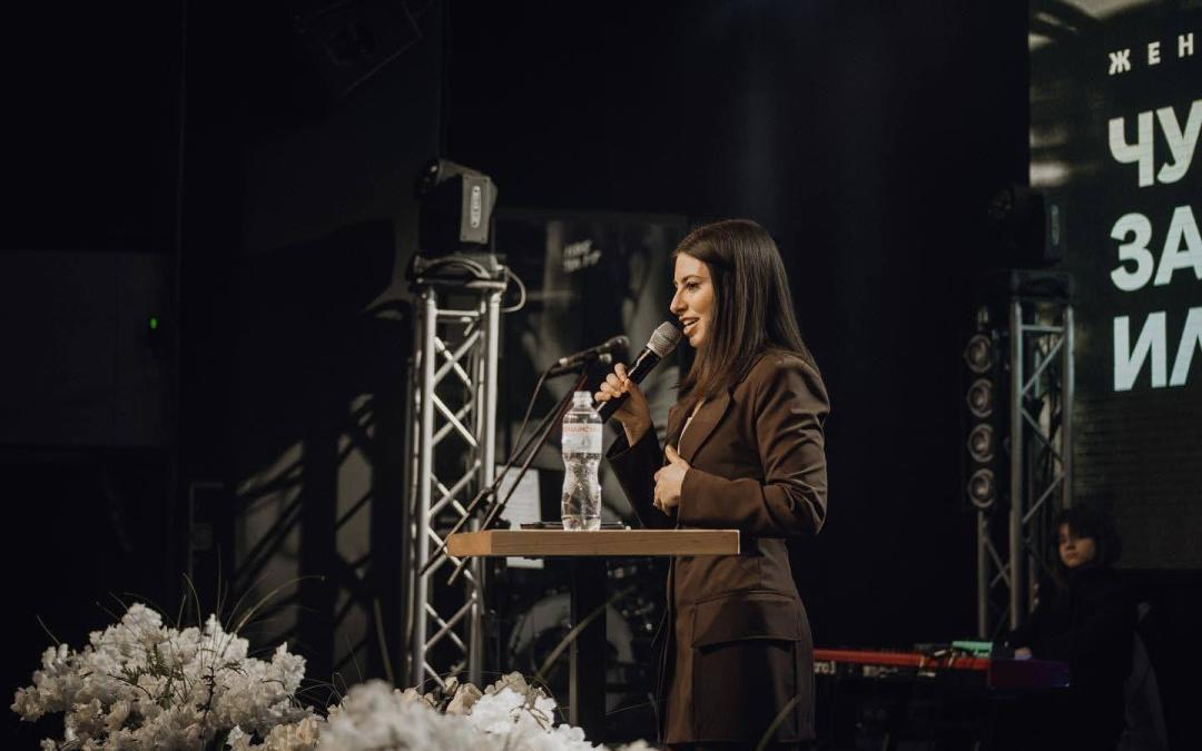 Should Woman Be Allowed to Preach in Church?