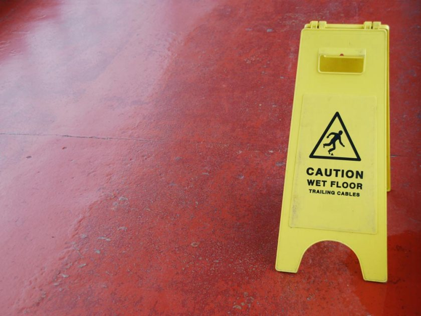 wet-floor-sign_z1j4mJC_