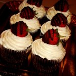 {Chocolate Cupcakes with Strawberry Filling} – Cupcakes cu ciocolata si capsune