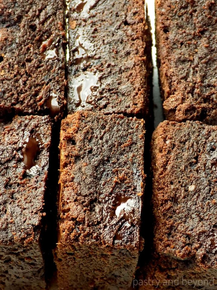 Brownies next to each other.