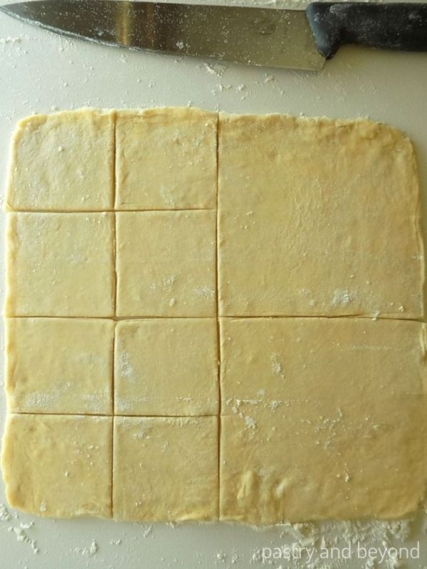 After cutting the dough into 4 equal pieces, keeping one side as it is and cutting each other 2 squares into 4.